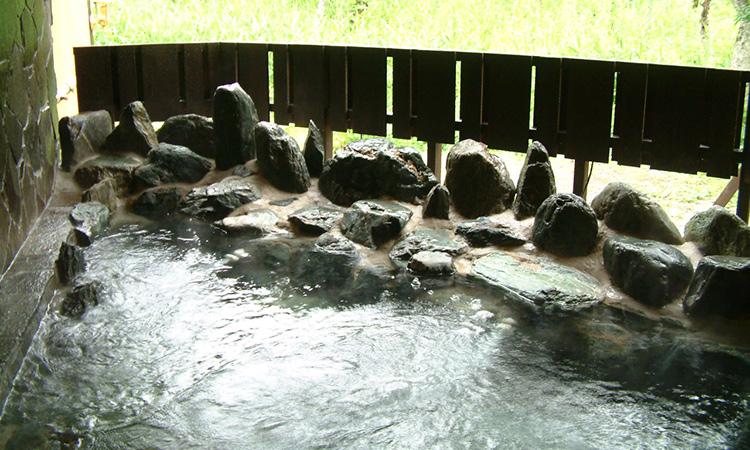 温か天然温泉岩露天は貸切専用です。